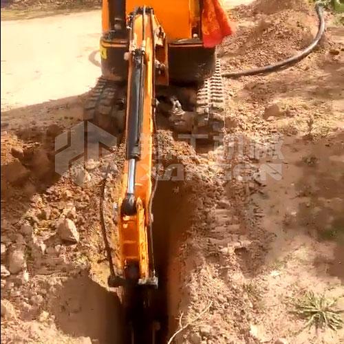 10型小型挖掘机操作简单,挖沟挖槽不是事